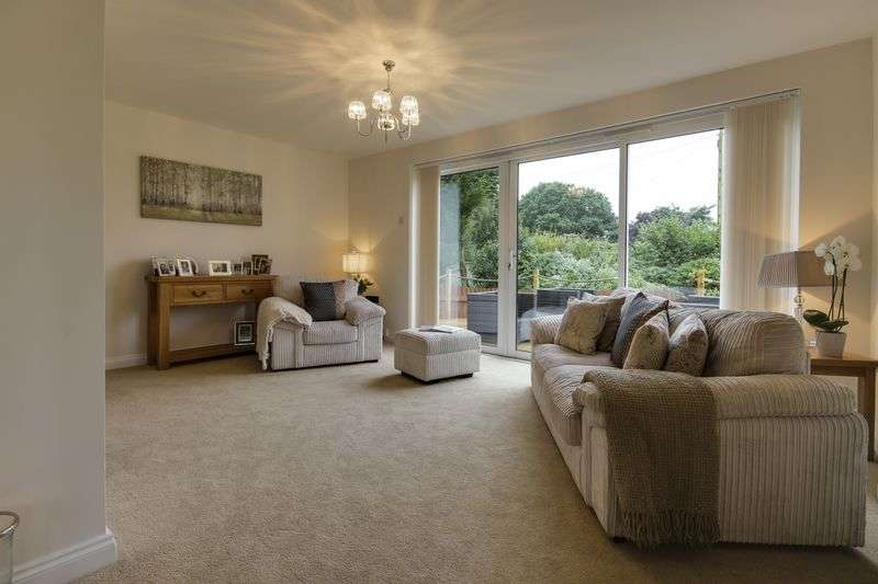 4 Bedrooms Detached House for sale in Ashford Close, Cwmbran