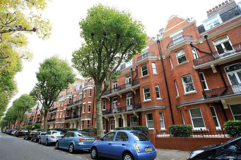3 Bedrooms Flat for sale in Grantully Road, London