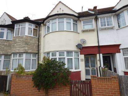 2 Bedrooms Flat for sale in Westcliff On Sea, Essex