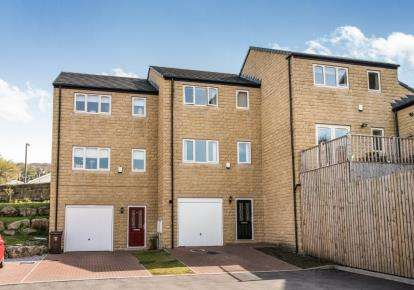 3 Bedrooms Semi Detached House for sale in Sleningford Villas, Bingley, West Yorkshire