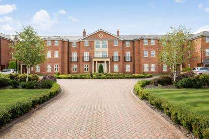 3 Bedrooms Flat for sale in Ashbourne Drive, Weston, Crewe, Cheshire