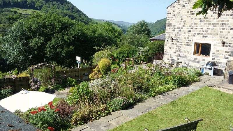 4 Bedrooms Terraced House for sale in Throstle Bower, Hebden Bridge