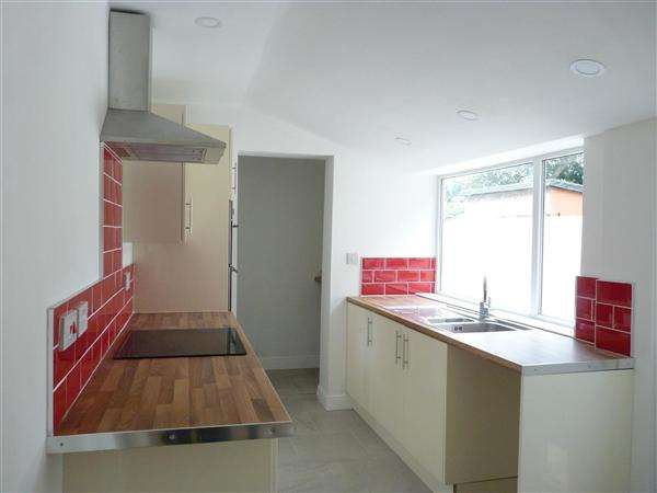 2 Bedrooms End Of Terrace House for sale in Grove Road, Walton le Dale, Preston