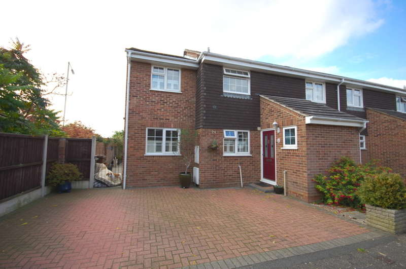 4 Bedrooms Semi Detached House for sale in Tythe Close, Springfield, Chelmsford, CM1