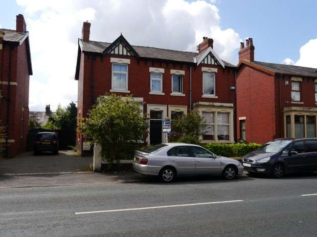 3 Bedrooms Semi Detached House for sale in Watling Street Road, Fulwood, Preston, PR2