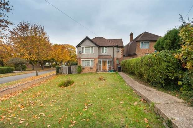 3 Bedrooms Detached House for sale in The Ruffetts, South Croydon, Surrey
