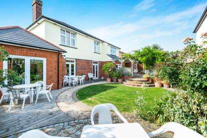 7 Bedrooms Detached House for sale in Rise Park, Romford, Essex