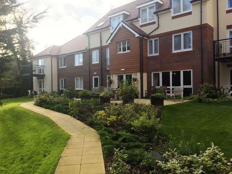 2 Bedrooms Retirement Property for sale in Fleet, Russell Lodge
