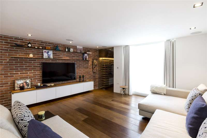 4 Bedrooms Terraced House for sale in Bovingdon Road, Fulham, London, SW6