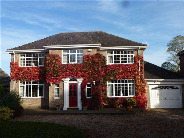 4 Bedrooms Detached House for sale in CHURCH AVENUE, HUMBERSTON, GRIMSBY