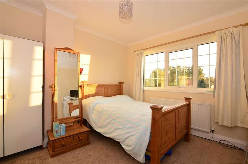 3 Bedrooms Semi Detached House for sale in Park Avenue, Birchington, Kent