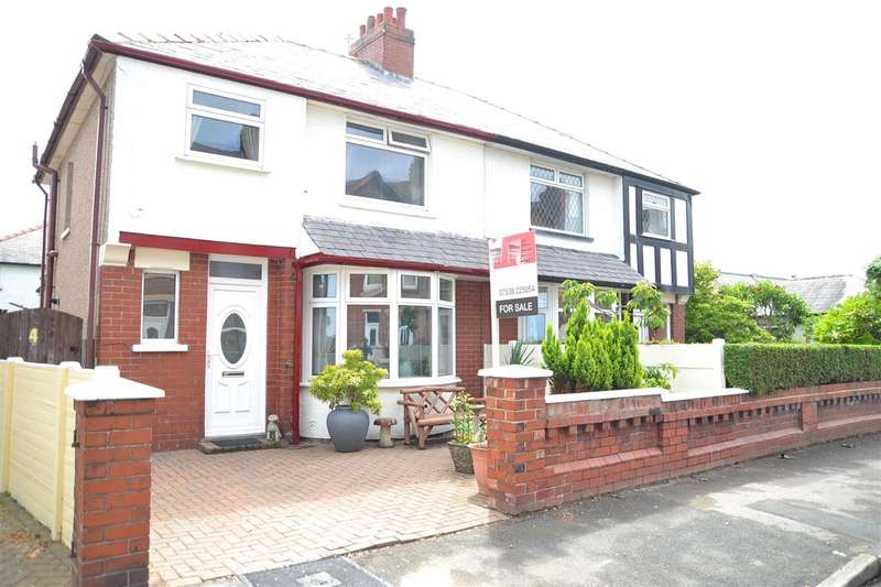 3 Bedrooms Semi Detached House for sale in Clarence Avenue, Knott End on Sea