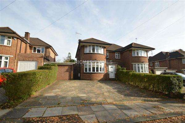 3 Bedrooms Semi Detached House for sale in Barnet Way, London