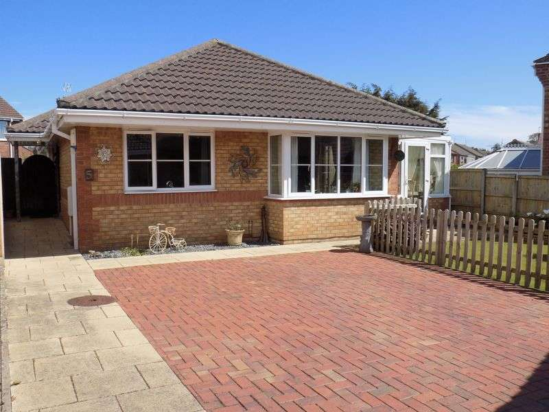 3 Bedrooms Detached Bungalow for sale in Sam Browns Court, Bradwell, Great Yarmouth