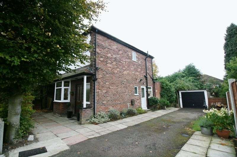 3 Bedrooms Detached House for sale in Oaklands Road, South Swinton Manchester