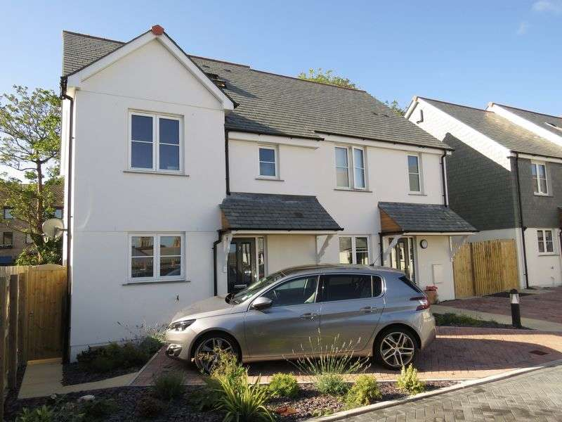 3 Bedrooms Semi Detached House for sale in De Luci Park, Truro