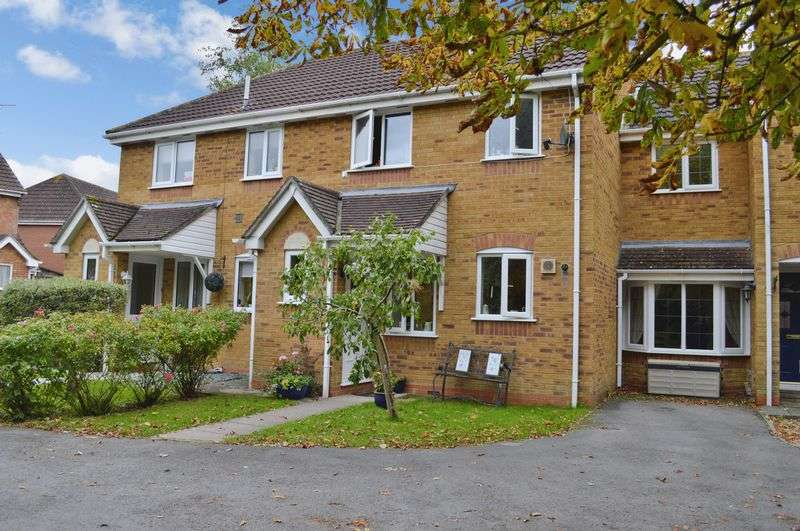 3 Bedrooms Terraced House for sale in Horsefields, Gillingham