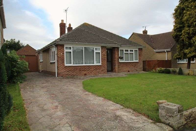 3 Bedrooms Detached Bungalow for sale in Lawns, Swindon