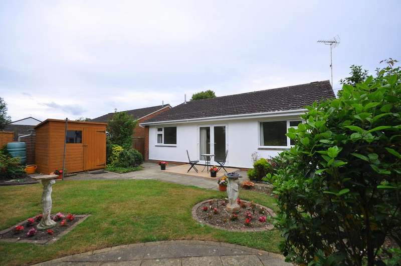 3 Bedrooms Detached Bungalow for sale in Kingfisher Way, Ringwood, BH24 3LP