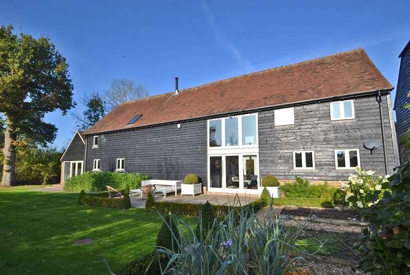 4 Bedrooms Barn Conversion Character Property for sale in Old Wickhurst Lane, Broadbridge Heath, RH12