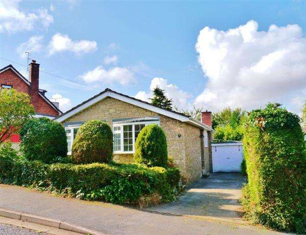 3 Bedrooms Detached Bungalow for sale in Meadow End, Grantham