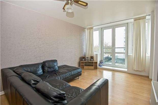 2 Bedrooms Flat for sale in Wentworth Court, Garratt Lane, LONDON, SW18 4BT