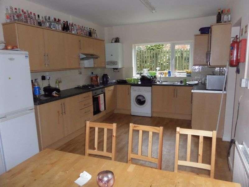 6 Bedrooms Property for rent in Douglas Road, Nottingham