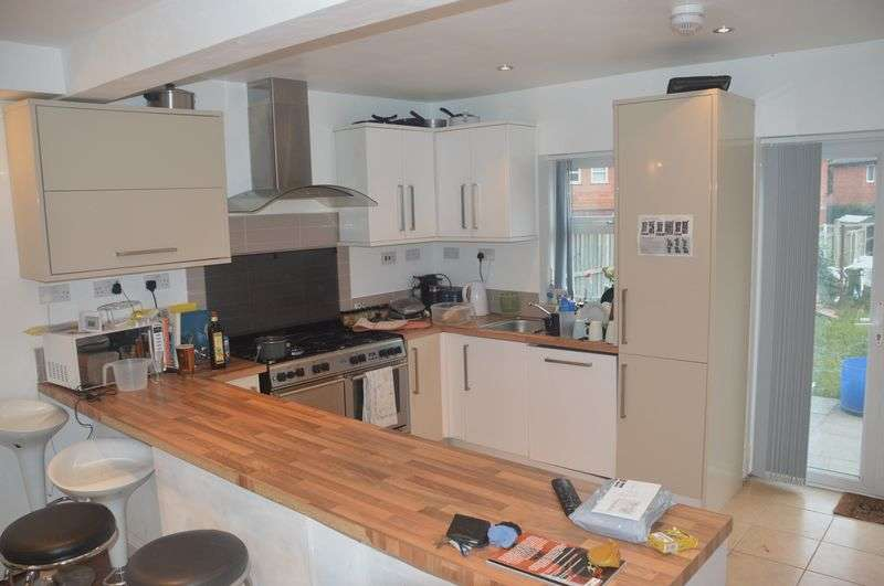 7 Bedrooms Semi Detached House for rent in Newland Close, Nottingham