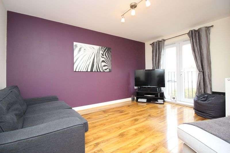 2 Bedrooms Flat for sale in Fernbeck Close, Farnworth, Bolton BL4