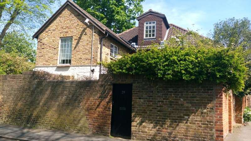 5 Bedrooms Detached House for sale in Popes Avenue, Strawberry Hill, TW2