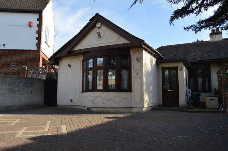 4 Bedrooms Bungalow for sale in Park Drive, Romford