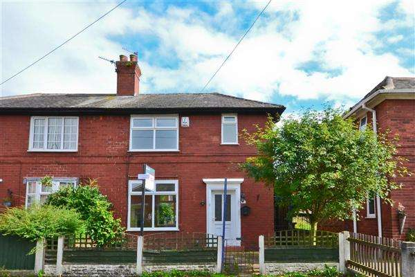 3 Bedrooms Semi Detached House for sale in Speakman Avenue, Leigh