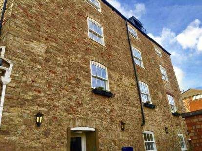 2 Bedrooms Flat for sale in Guard House Lane, Wells, Somerset