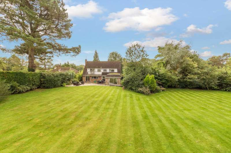 5 Bedrooms Detached House for sale in Broom Stick Lane, Buckland Common