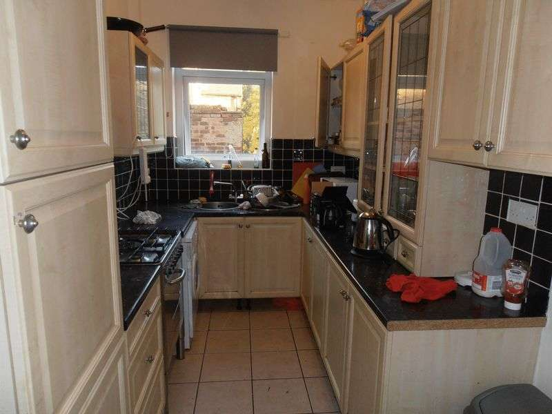 5 Bedrooms Terraced House for rent in Portland Road, Nottingham