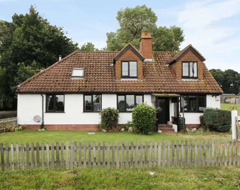 3 Bedrooms Detached House for sale in Detached three bedroom property located in the heart of the countryside on the Surrey - Kent border