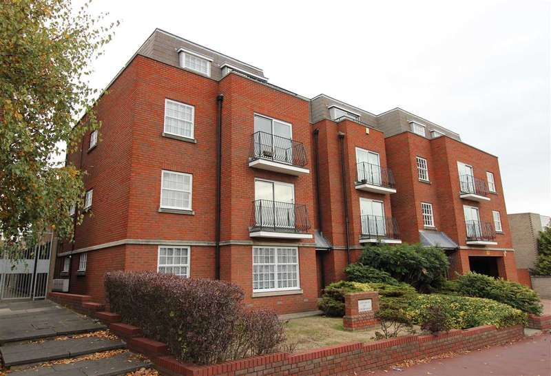 2 Bedrooms Apartment Flat for sale in Scott House, 1677 London Road, Leigh on Sea