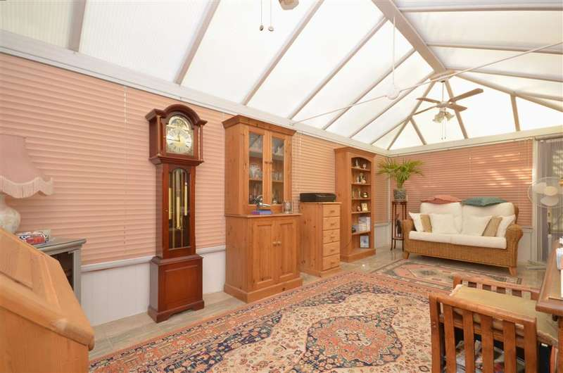2 Bedrooms Detached Bungalow for sale in Langbury Close, Ferring, Worthing, West Sussex