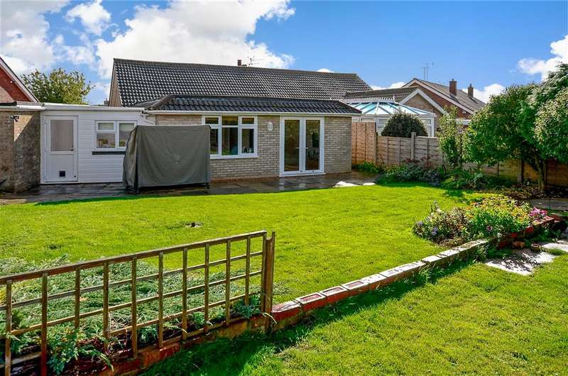 4 Bedrooms Semi Detached Bungalow for sale in Twyford Road, Worthing, West Sussex