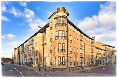2 Bedrooms Flat for sale in Thistle Terrace, New Gorbals, Glasgow
