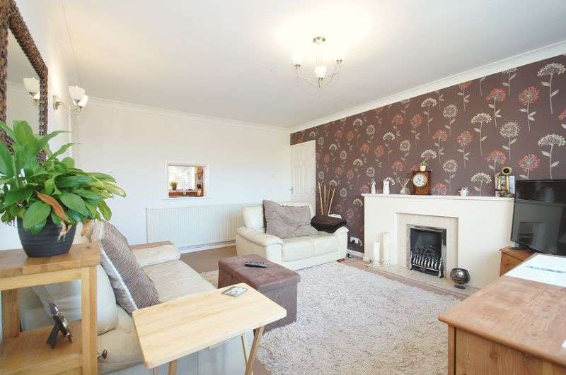 2 Bedrooms Flat for sale in Mason Road, Headless Cross, Redditch