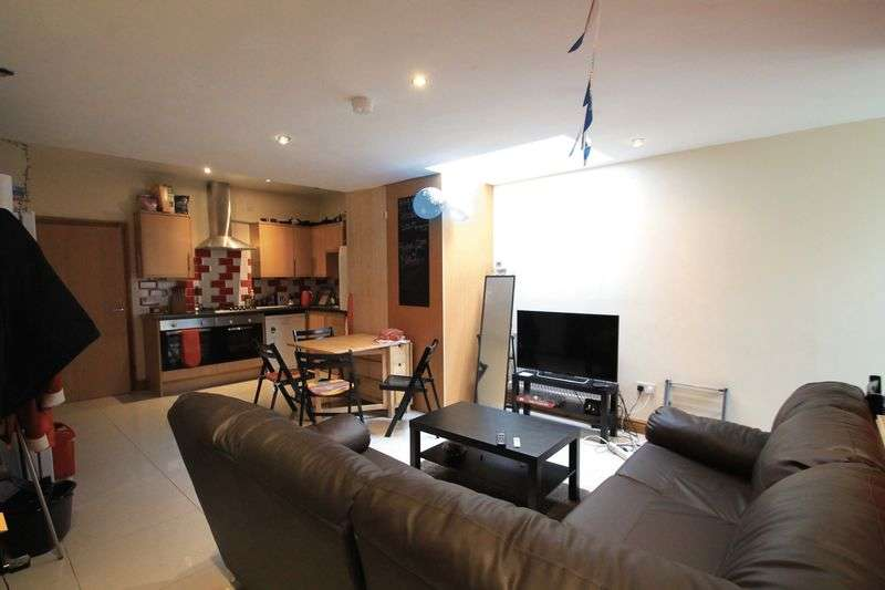 7 Bedrooms Terraced House for rent in Thesiger Street, Cardiff