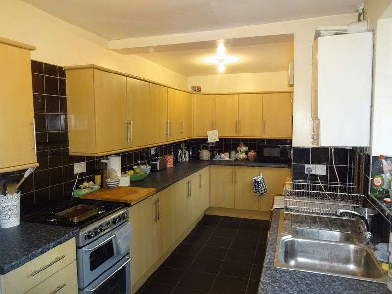 4 Bedrooms Semi Detached House for rent in Johnson Road, Nottingham