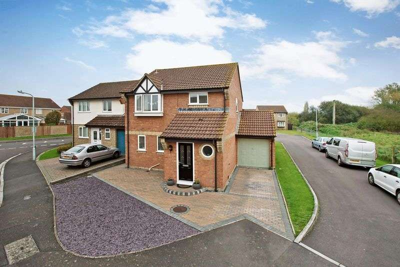 4 Bedrooms Detached House for sale in Evesham Drive, Bridgwater