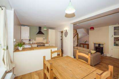 2 Bedrooms End Of Terrace House for sale in High Street, Berkeley, Gloucestershire