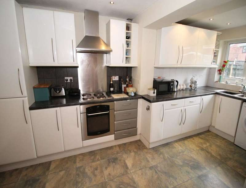 3 Bedrooms Semi Detached House for sale in Meadowcroft, Radcliffe, Manchester, M26
