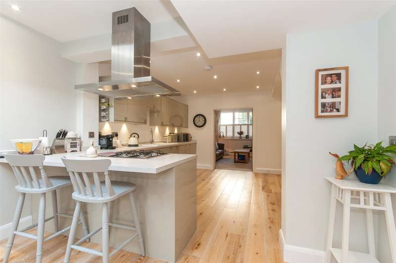4 Bedrooms Detached House for sale in Reigate Hill, Reigate, RH2