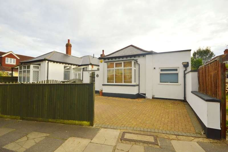 4 Bedrooms Detached Bungalow for sale in Kneller Road, Whitton, Twickenham, TW2