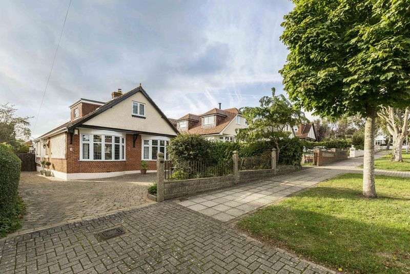 4 Bedrooms Detached House for sale in Penrhyn Avenue, Drayton