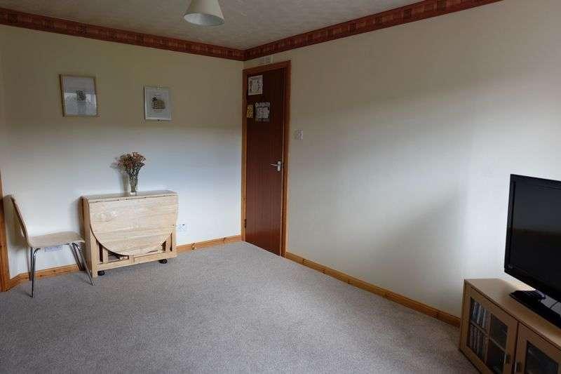2 Bedrooms Flat for sale in Spacious 2 bedroom ground floor flat